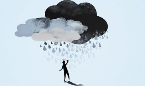 Ein Mann mit einer dunklen Wolke über dem Kopf