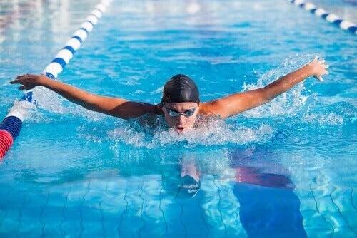 5 psychologische Vorteile des Schwimmens