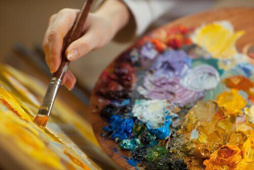Kreativität und bipolare Störung - Farbe, Hand und Pinsel
