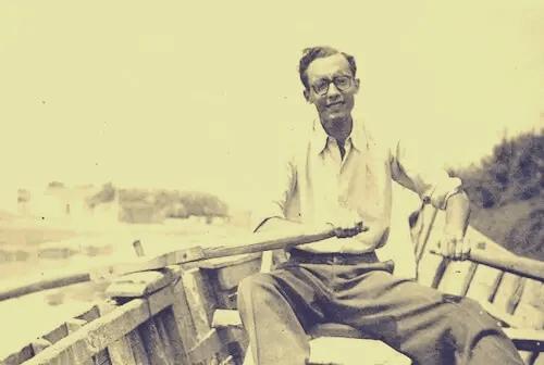 José Saramago in einem Ruderboot