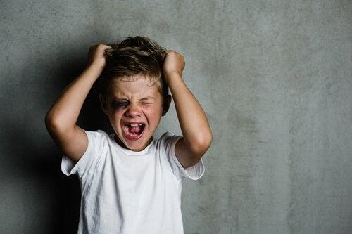 Betroffene Kinder sind aggressiv.