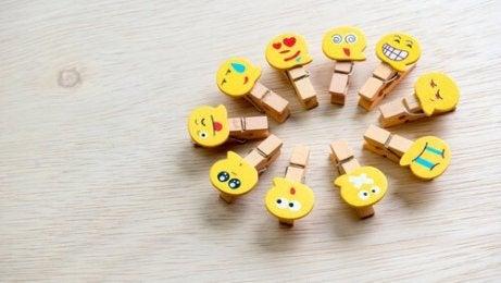 Klammern mit Emojis