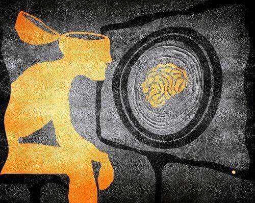 Ein Mann starrt auf einen Bildschirm und wird einer Gehirnwäsche unterzogen.