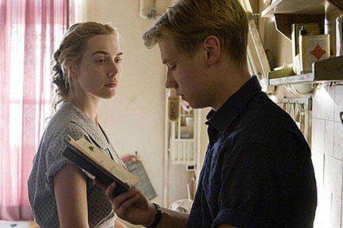 """Filmszene aus """"Der Vorleser"""" - Michael liest Hanna vor."""