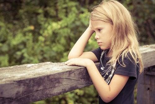 Die Auswirkungen von toxischem Stress auf die Gehirnentwicklung bei Kindern