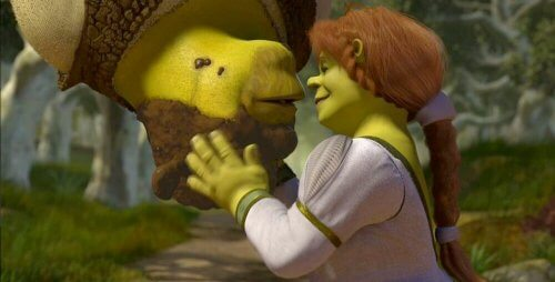 Fiona küsst Shrek.