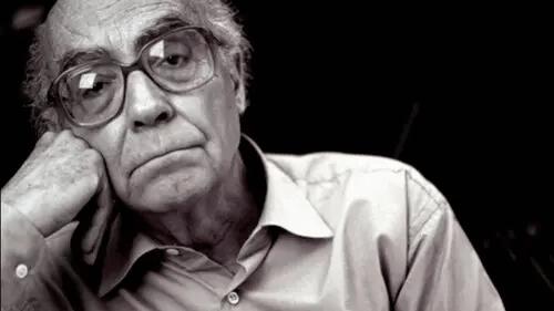 Schwarz-Weiß-Foto von Saramago