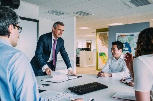 Ein Manager, der die verschiedenen Führungsstile kennt