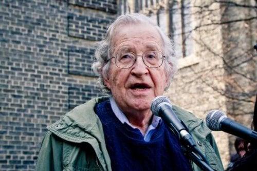 Noam Chomsky: Biografie eines brillanten Geistes