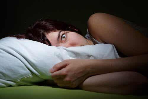 Hypnagoge Halluzinationen und Schlafparalyse