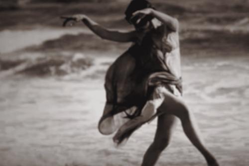 Isadora Duncan beim Tanz