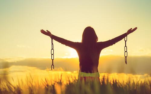 Sind wir glücklicher, wenn wir negative Emotionen akzeptieren?