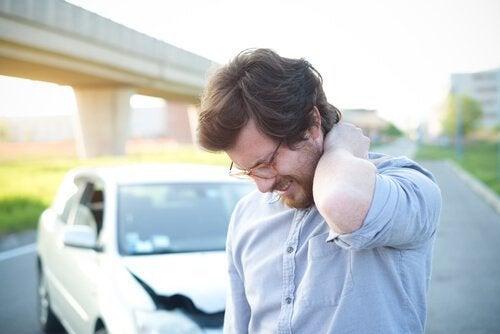 Schleudertrauma: Symptome, Ursachen und Behandlung