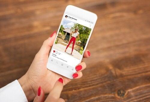 Soziale Netzwerke wie Instagram können sich negativ auf die psychische Gesundheit auswirken.
