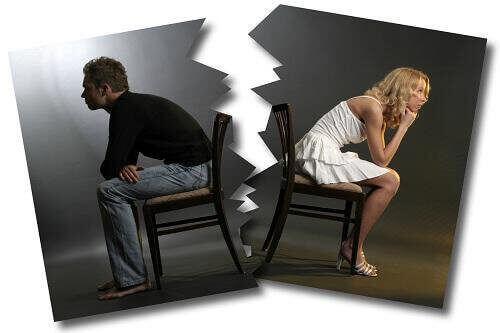 Zerrissenes Foto eines verärgerten Paares