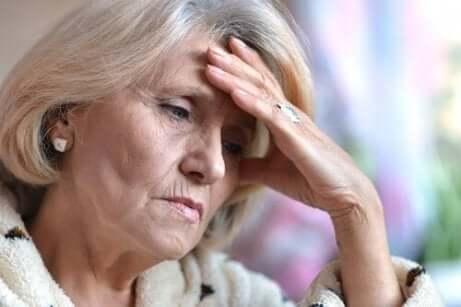Depressive ältere Frau