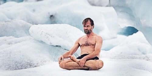 Wim Hof auf Eis.