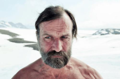 Ein Foto von Wim Hof in der Arktis.