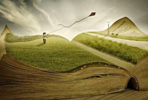 Ein Junge, der einen Drachen über eine Buchlandschaft fliegt.