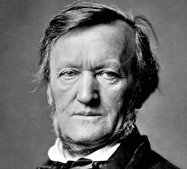 Ein Schwarz-Weiß-Foto, das Richard Wagner im mittleren Alter zeigt, von oben in den Nacken und direkt in die Kamera schaut.