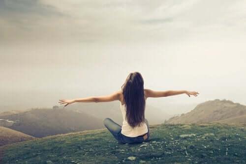 Dinge loszulassen hilft uns dabei, uns frei zu fühlen