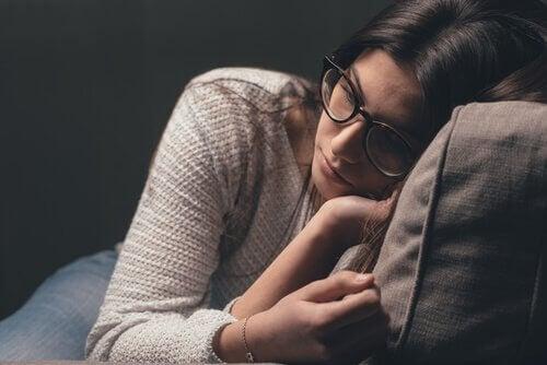 Wenn wir Symptome einer erfahrungsbedingten Vermeidungsstörung bemerken, sollten wir uns bewusst werden, dass Glück nicht dauerhaft ist