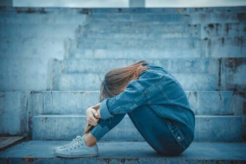 Emotionale Abhängigkeit während der Jugend kann viele Unannehmlichkeiten für die Betroffenen und ihr Umfeld hervorrufen