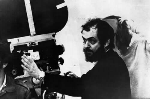 Stanley Kubrick inszeniert einen Film.