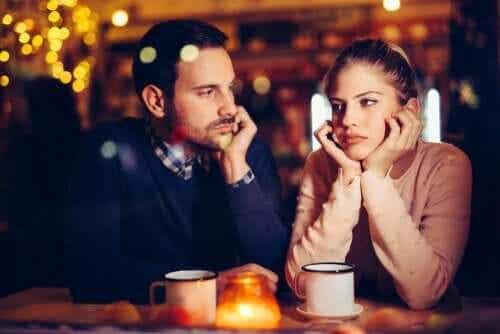 Ist Langeweile in der Beziehung normal?