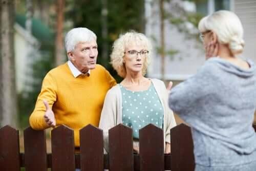 Eine Belästigung durch Nachbarn kann ernsthaften Schaden anrichten