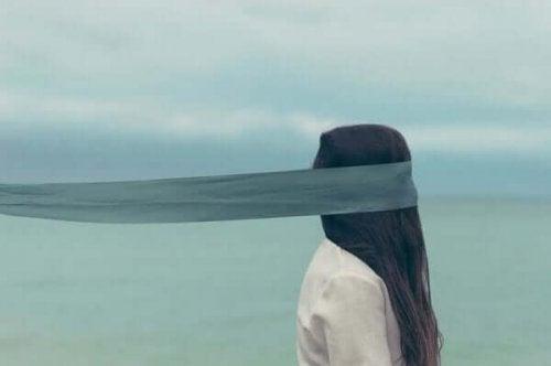 Selbstboykott: Fünf Anzeichen dafür, dass du dir selber im Weg stehst