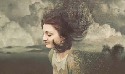 Frau in Wolken