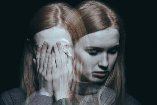 sensorische Deprivation - verwirrte Frau