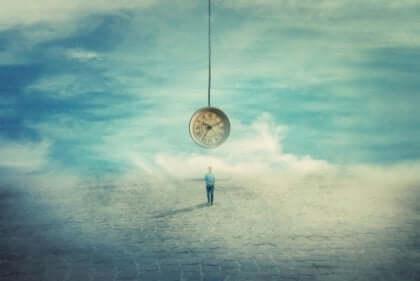 ungeduldige Menschen - Mann unter einer großen Uhr