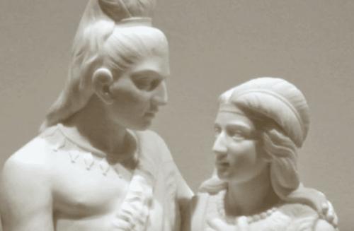 Eine Skulptur eines Mannes und einer Frau.