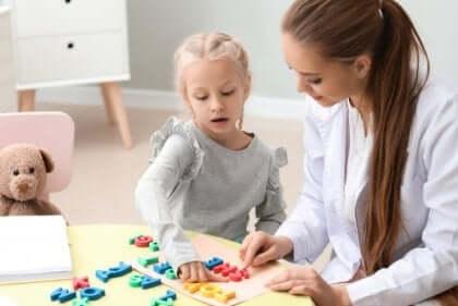 Die spezifische Sprachentwicklunsstörung tritt bei Kindern mit Lernverzögerungen oder Behinderungen auf.