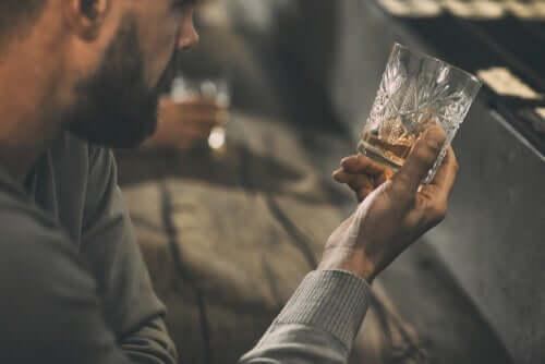Behandlungsmethoden - Mann mit Alkoholproblem