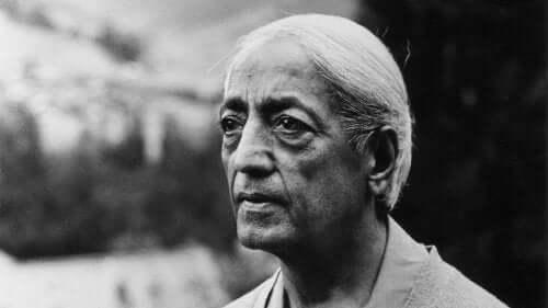 Jiddu Krishnamurti - Foto als älterer Mann