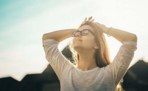 Positive Psychologie ist eine psychologische Lehrmeinung, die sich in erster Linie auf Stärken, und nicht auf Schwächen, konzentriert.