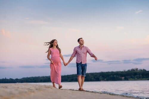 In jüngeren Jahren sehen Paare das Nicht-Zusammenleben am Anfang einer Beziehung als keinen wesentlichen Teil der Beziehung an.