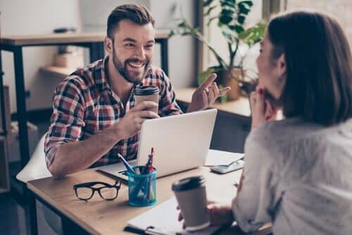 Wie es dir gelingt, ein guter Arbeitskollege zu sein: 10 Tipps