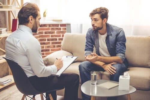 Einige Studien zeigen, dass die erste Sitzung, in der sich ein Patient und ein Therapeut zum ersten Mal treffen, für die Mehrheit der Patienten entscheidend ist.