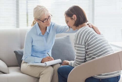 Eine der wichtigsten Beratungskompetenzen, die ein Therapeut haben kann, ist die Fähigkeit, eine gute Verbindung oder ein gutes Verhältnis zu seinem Patienten aufzubauen.