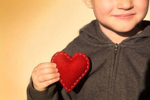 Um Kindern Dankbarkeit zu lehren, sollten wir mit gutem Beispiel vorangehen.