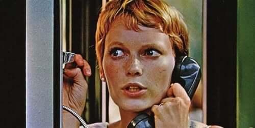 Tatsächlich musste die Protagonistin des Films, Mia Farrow, rohes Fleisch essen, obwohl sie Vegetarierin war und eine spontane Szene drehen, in der sie eine vielbefahrene Straße überqueren musste.
