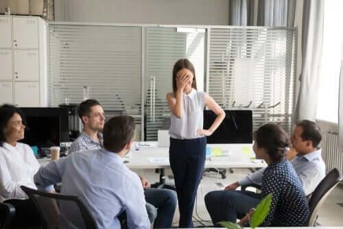 Das Dilbert-Prinzip: Warum Unternehmen inkompetente Mitarbeiter befördern