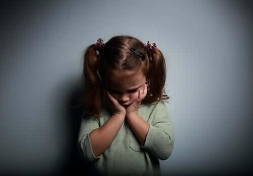 einsam und leer - trauriges Mädchen