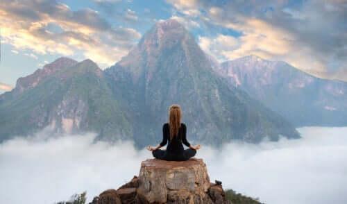 geistige Erschöpfung - meditierende Frau