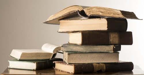 Ernesto Sabato veröffentlichte neben seinen Romanen auch viele Artikel, von den die meisten philosophisch waren.