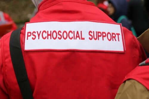 Unmittelbar nach der Ankunft in einem Katastrophengebiet müssen psychosoziale Unterstützungsteams Maßnahmen ergreifen, um all jenen zu helfen, deren psychologische Ressourcen es ihnen nicht ermöglichen, mit dem, was gerade passiert ist, fertig zu werden.